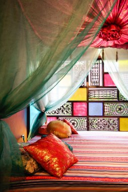 moroccan bed style