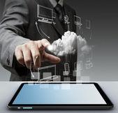 concetto di mano tiene touch pad