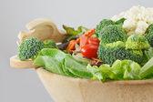 dřevěná miska salát