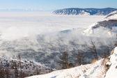 Fotografia paesaggio invernale del lago baikal. inizio del fiume angara