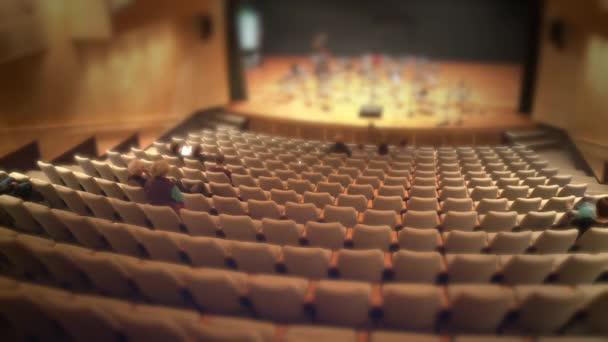 tömeg a közönség adja meg a koncertterem
