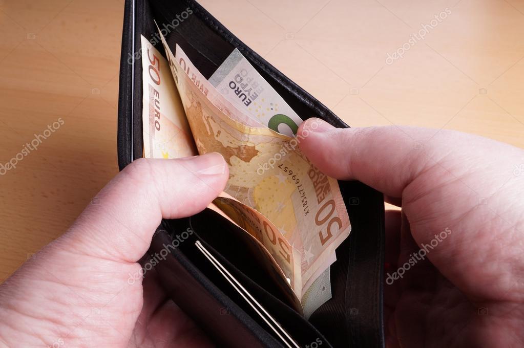 precio otra oportunidad tienda de liquidación Cartera con billetes de euros — Foto de stock © buecax #44816961