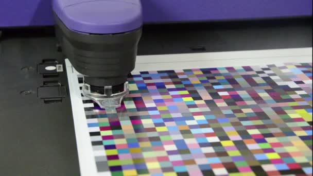 Lisovna, Spektrofotometr robota měření barevných plošek v prepress na testovací arch