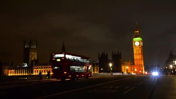 Londýn červený autobus na westminister most