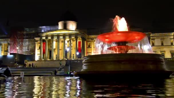 Národní galerie a Trafalgarského náměstí kašna v Londýně