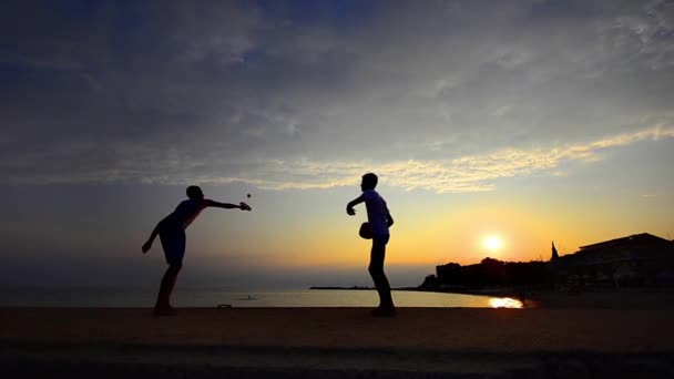 těší životní styl beach tennis