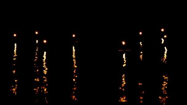 pohyb světla svíčky a vlnu