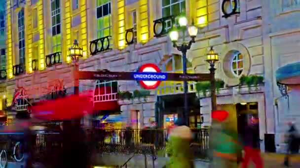 Piccadilly circus s underground v Londýně
