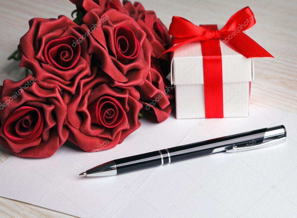 Открытка ручка с цветами, целую обнимаю