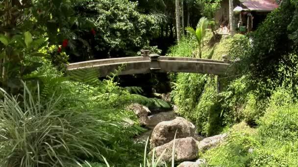 Most přes vodu