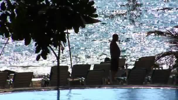 Senior silueta užívat pláž 10403