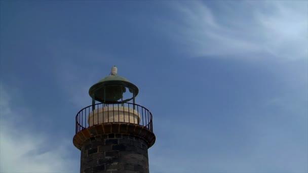 Alter rostiger Leuchtturm Zeitraffer 10521