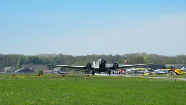 historické letadlo junkers ju 52 najet na pojezdové 10909