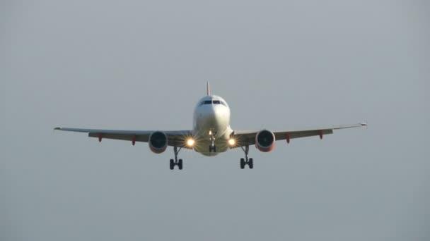 Airplane landing overhead shot close 11019