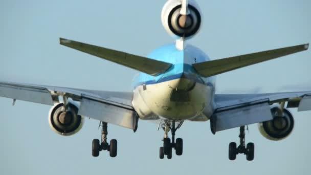 tři motoru letadla přistání backview 11009
