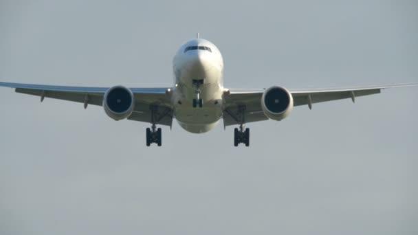 Velká letadla létají nad super úzké 11013