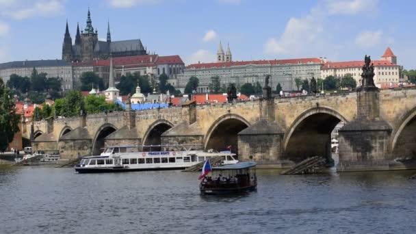 lodní doprava Karlův most Praha zavřít 11373