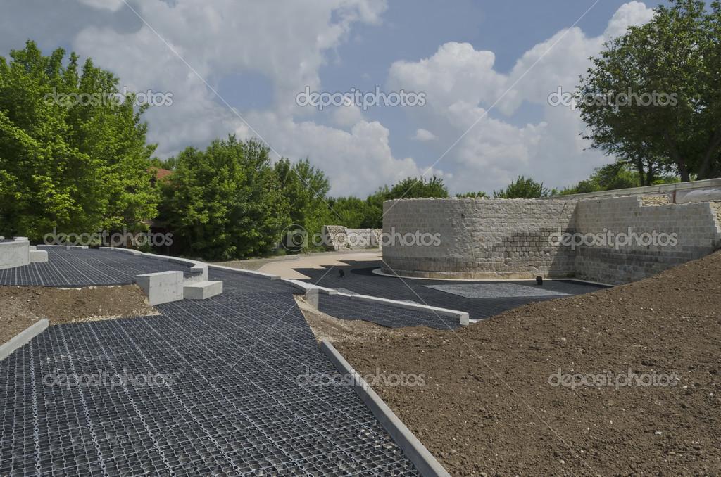 Partie de la rénovation de la ruine et préparer la commodité pour les  touristes à Abrittus complexe archéologique, razgrad, Bulgarie — Image de  vili4545 6c02e4cd110e