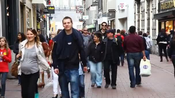 ulice, kanály, mosty, budovy, lodě v Amsterdamu, Nizozemí