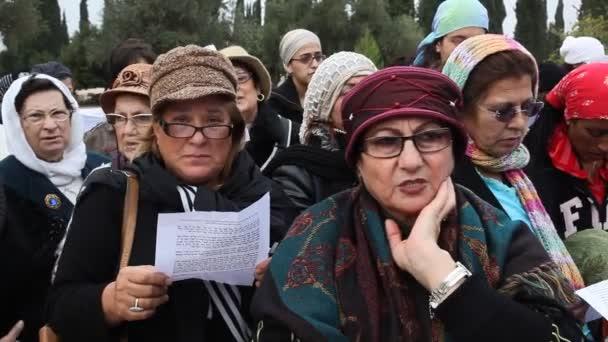 Nők kövesse végig a Rabbi Mamo Shalita chant