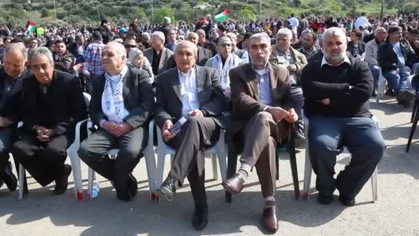 Sheikh Kamal Khatib Head of Islamic Movements northern branch (2nd from Right)