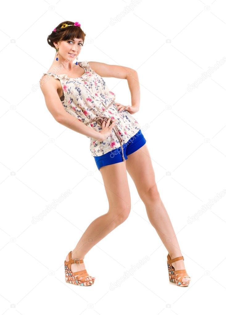 db46ab10eea3 Retrato de cuerpo entero de mujer joven en pantalones calientes posando en  fondo blanco aislado — Foto de stepstock