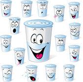 Fotografia prodotto da latte nella tazza di plastica - cartone animato divertente con molte espressioni facciali isolato su bianco yogurt da latte nel bicchiere di plastica