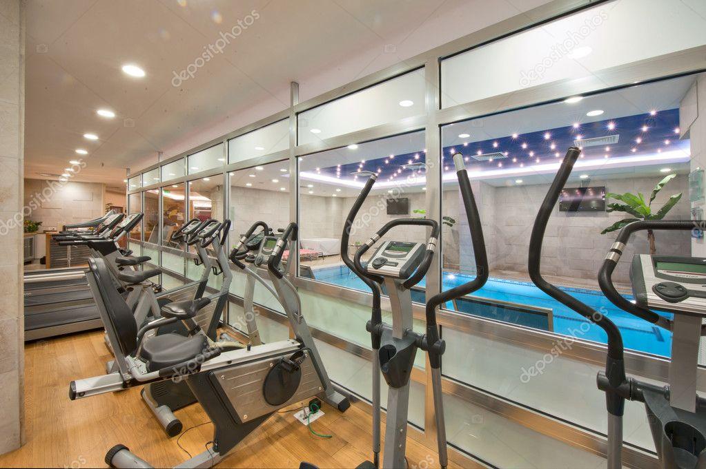Luxus fitnessraum  Luxus-Hotel-Spa, Pool, Hamma, Sauna und Fitnessraum — Stockfoto ...