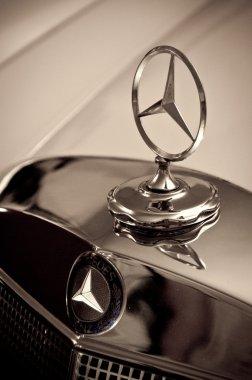 Mercedes-Benz 220S Cabriolet