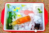 hűtött színes italok, jég mezőbe. nyári party