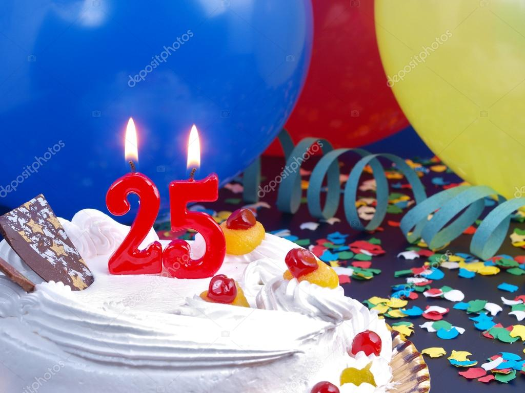 szülinapi torta 25 Születésnapi torta piros gyertya mutatja Nr. 25 — Stock Fotó  szülinapi torta 25