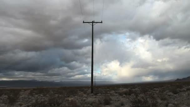 Zeitraffer eines Telefonmasten in der Mojave-Wüste.