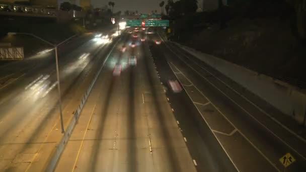 Idő telik el a forgalom a 101 Freeway at Night Los Angeles