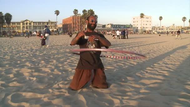 Typ mit Hula-Hoop-Reifen