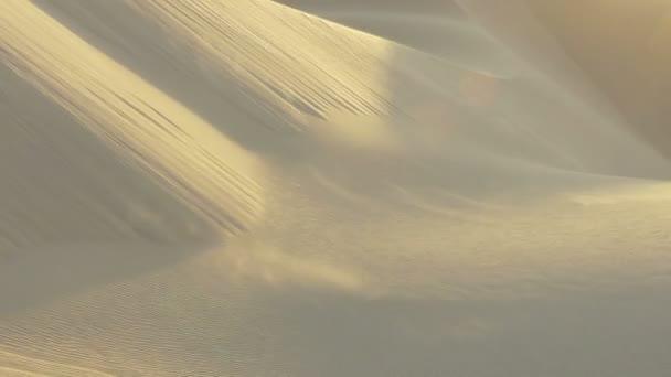 západ slunce nad písečnými dunami
