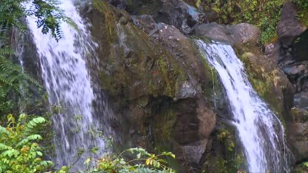 vodopády na cestě k hana, maui Havaj