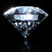 Fotografie glänzende Diamanten auf schwarzem Hintergrund isoliert