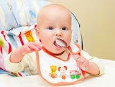 Dítě se lžičkou