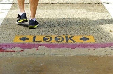 Look crossing sign