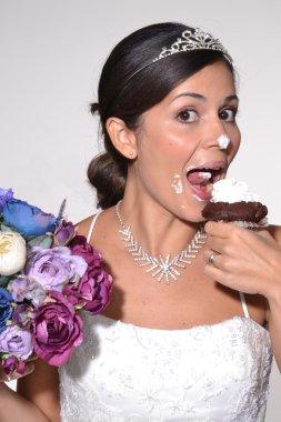 Funny bride eating cake.