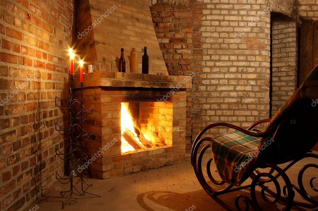 fauteuil bascule au coin du feu et avec des bougies photographie diamant24 18862631. Black Bedroom Furniture Sets. Home Design Ideas