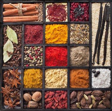 Powder spices in wooden box