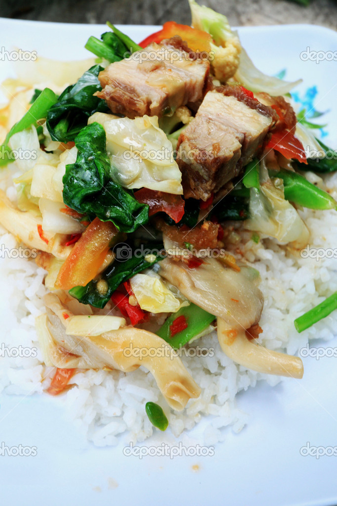 Crispy roasted pork stir fry with vegetables and rice  — Stock Photo