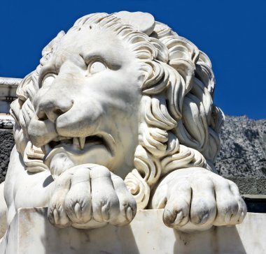 Marble sculpture of waking up lion