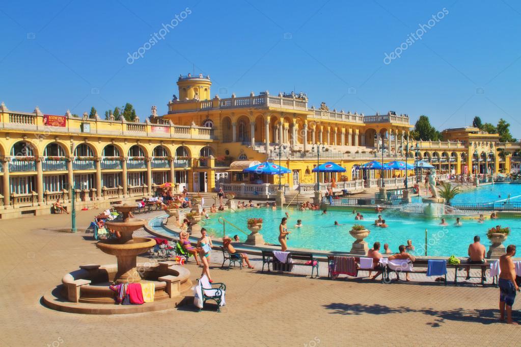 bagni termali szechenyi il 17 agosto 2013 a budapest le terme szechenyi sono il pi grande bagno medicinale in europa lacqua fornita da due sorgenti