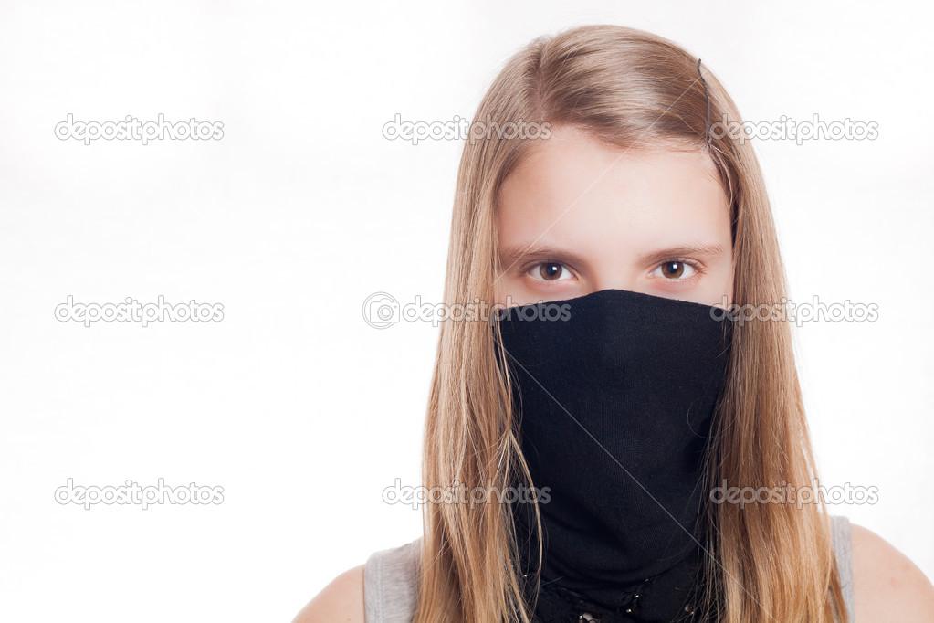 donde puedo comprar alta moda otra oportunidad Mirando boca chica rubia con pañuelo negro — Foto de stock ...