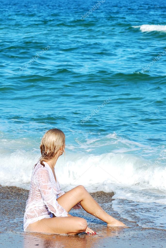 fotografii-devushek-blondinok-na-plyazhe