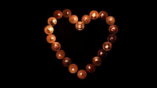 Herzform aus Kerzen