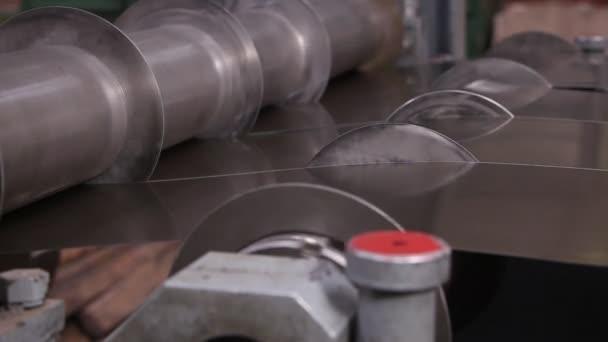 těžký průmysl - široký řezací stroj plechů