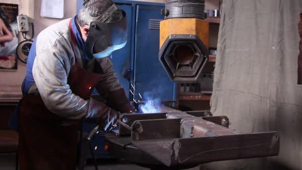 těžký průmysl - svařování